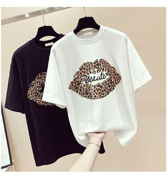 الصورة: Woman Lips T-Shirt